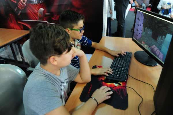 Zona Gamer de Planeta GC - Final de League of Legends y Pro Evolution Soccer 2015